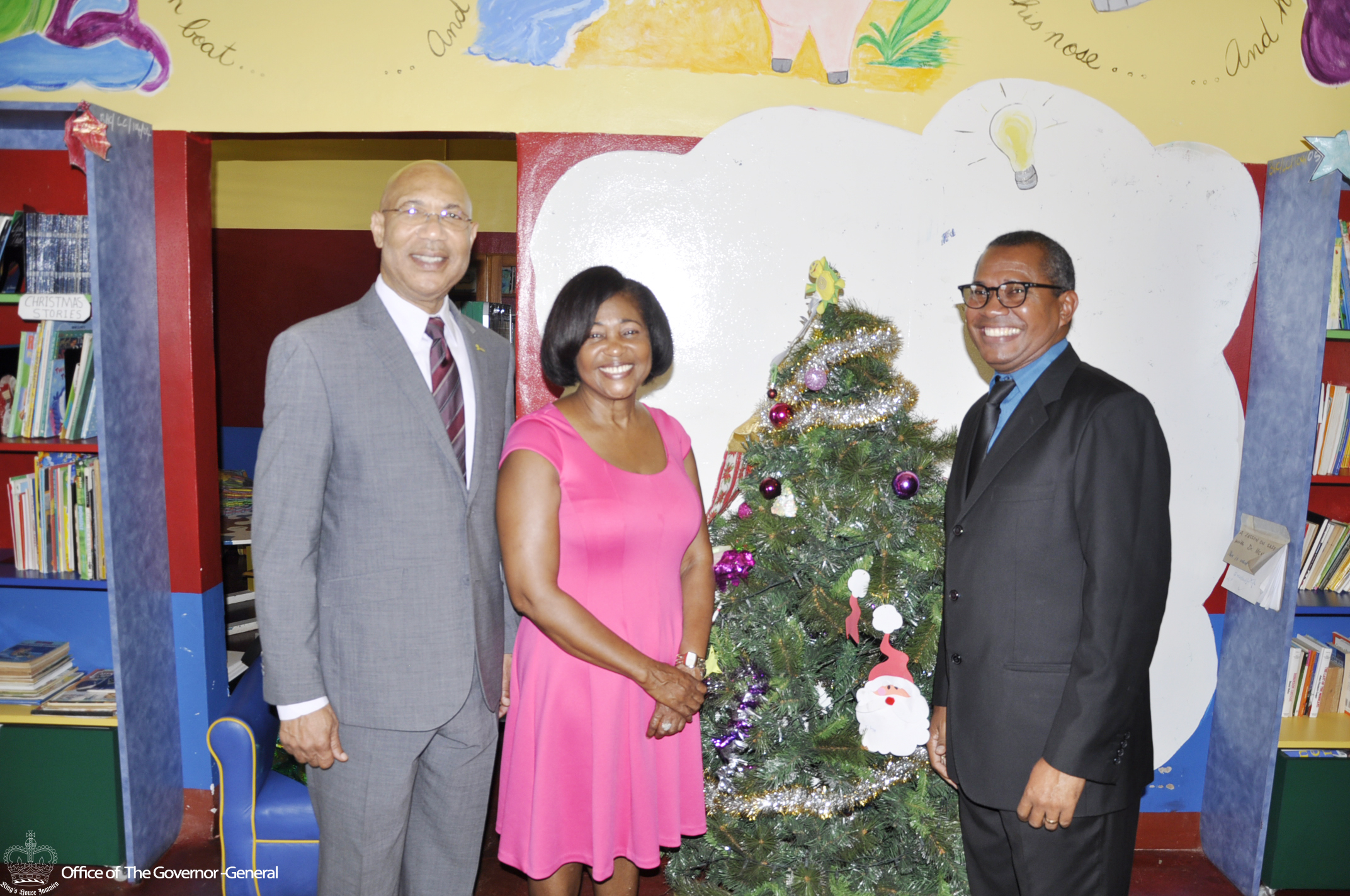 2016 Christmas Visit to Bustamante Hospital for Children – King s